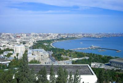 Die Promenade am Ufer des Kaspischen Meeres