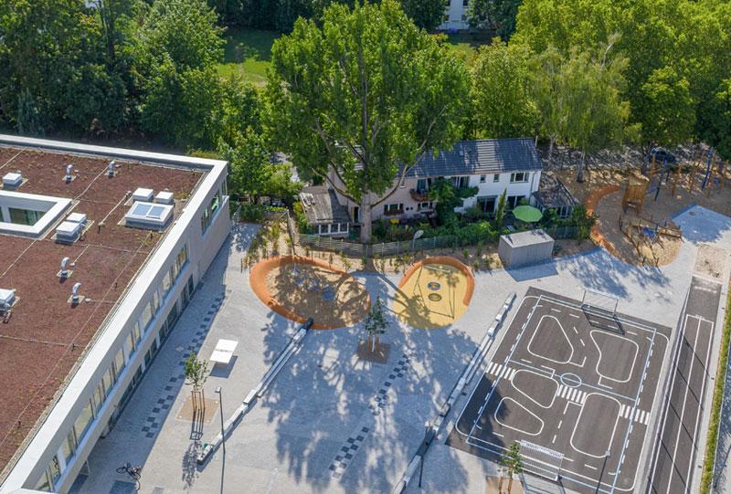 Luftbild vom Schulhof